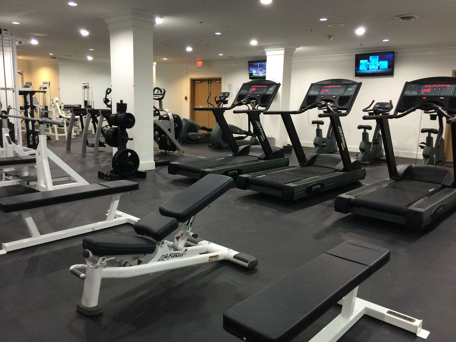 Fitness/ Exercise Room - Century Plaza Hotel & Spa Vancouver