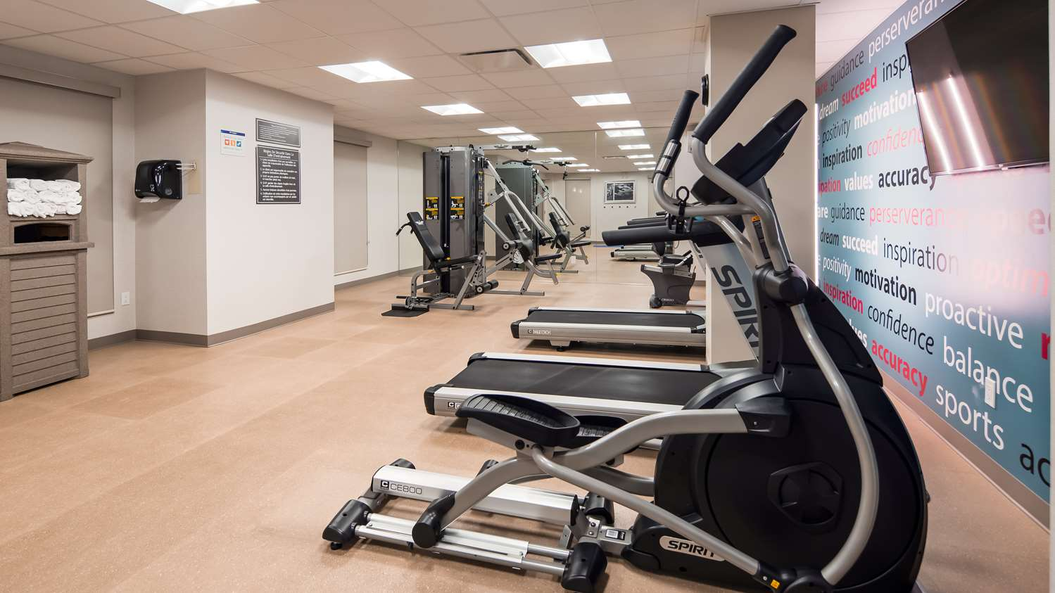Fitness/ Exercise Room - Best Western Plus Hotel Montreal