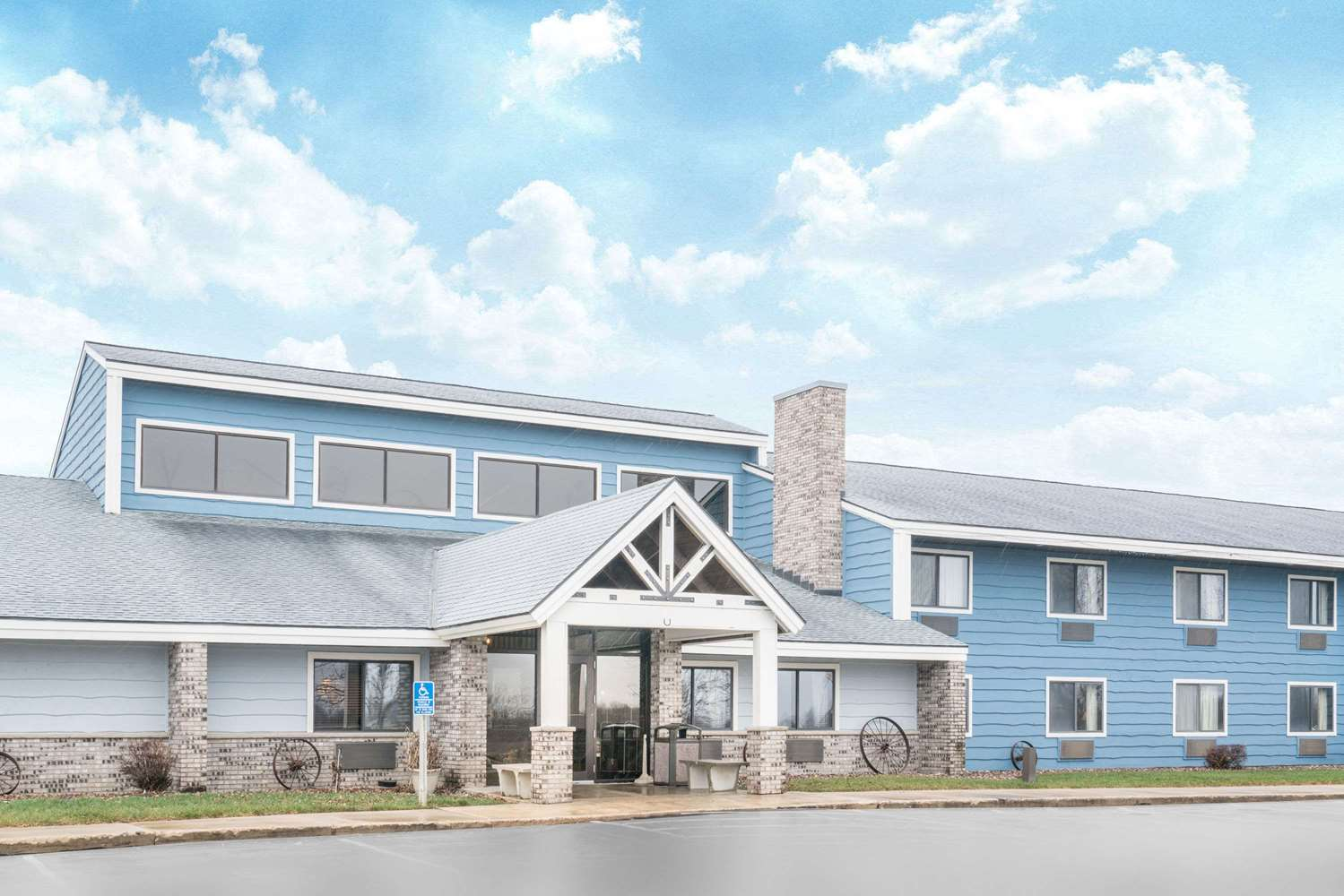 Exterior view - Baymont Inn & Suites Kasson