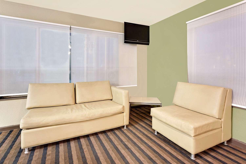 Lobby - Super 8 Hotel Central Denver
