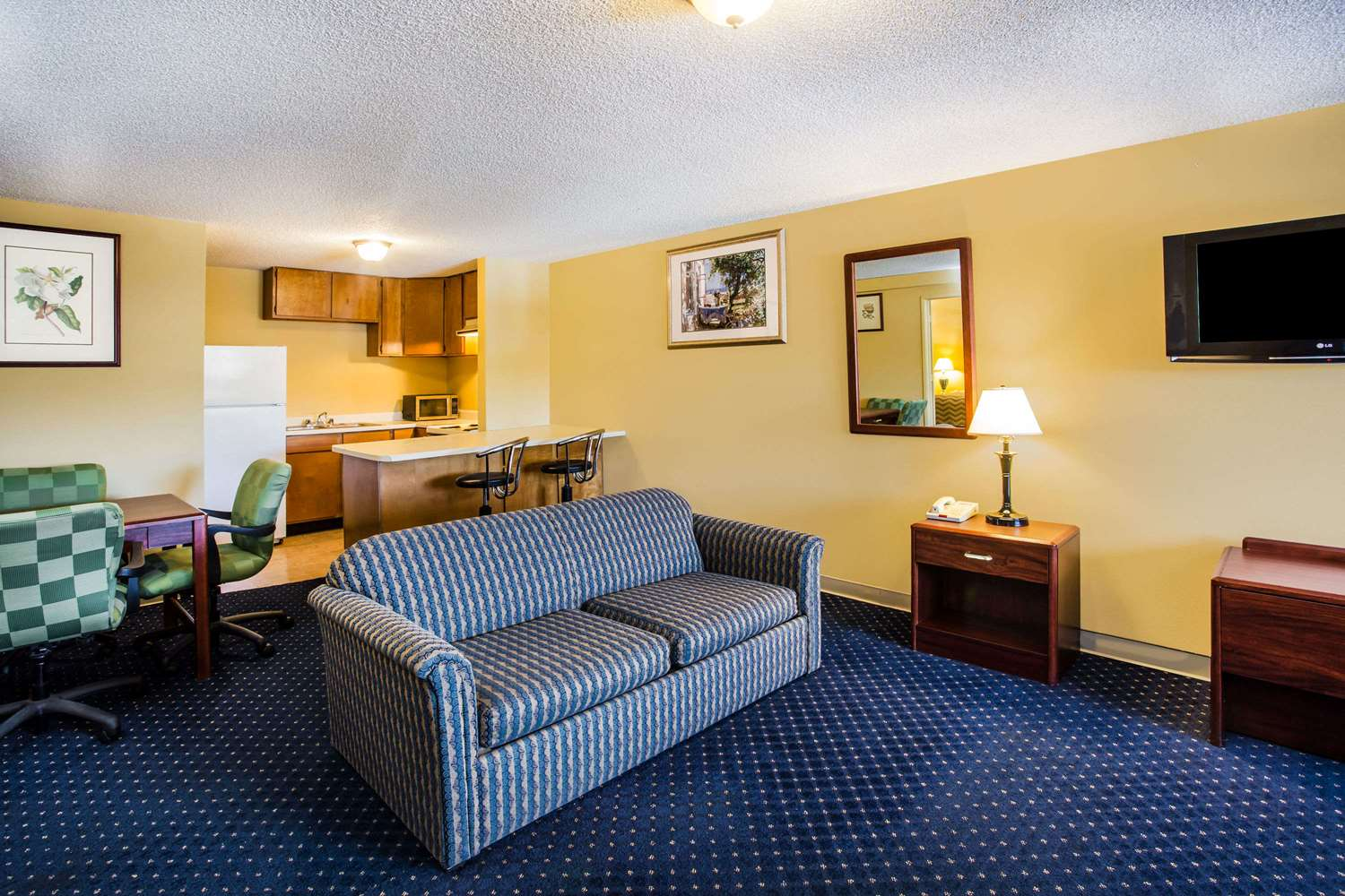 Room - Travelodge Tacoma