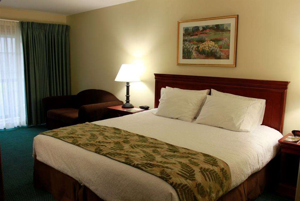 Room - Yankee Inn Lenox