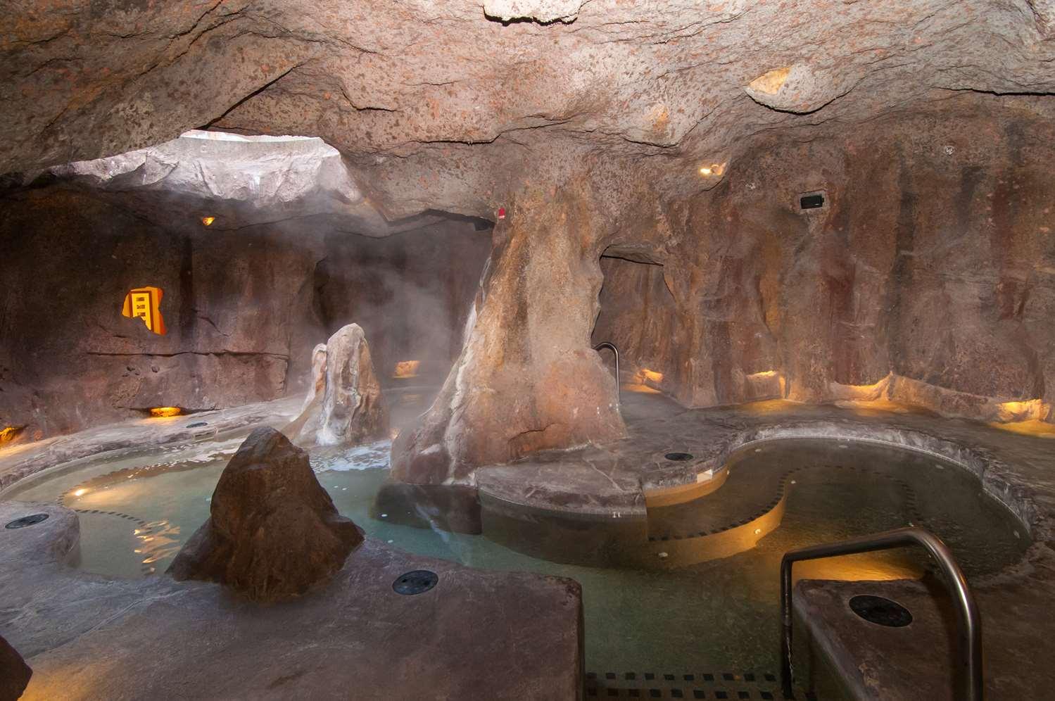Pool - Fox Hotel & Suites Banff