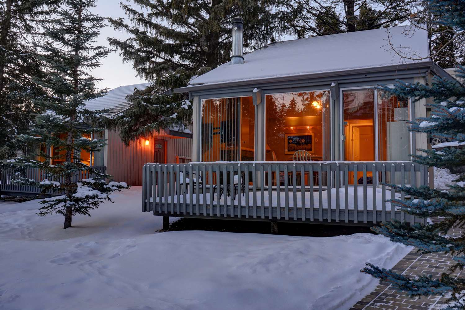 Exterior view - Tunnel Mountain Resort Banff