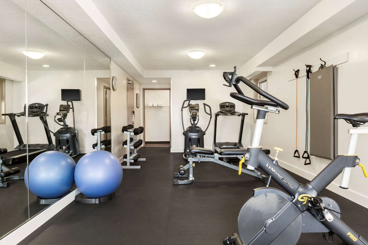 Fitness/ Exercise Room - Travelodge Victoria Airport Sidney