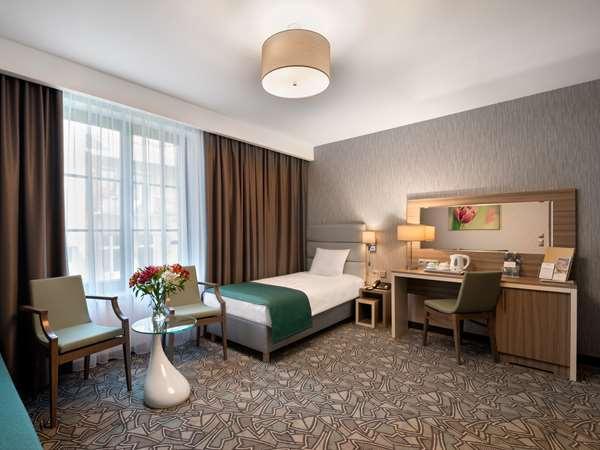 Hotel HOTEL GOLDEN TULIP KRAKOW KAZIMIERZ - Pokój Standard - i sofa