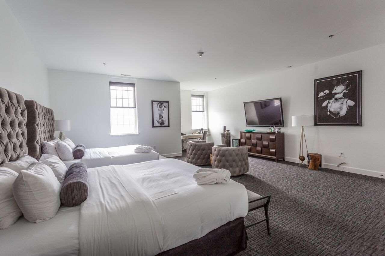 Room - Delafield Hotel