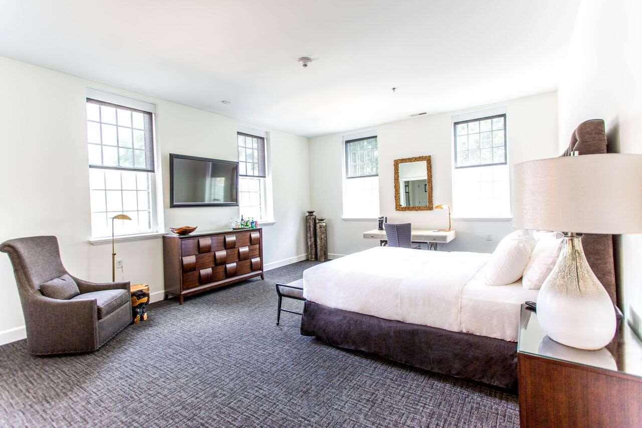 Suite - Delafield Hotel