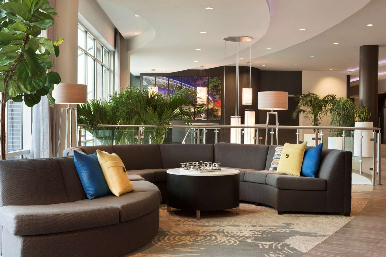 Lobby - Embassy Suites Hotel Downtown Riverplace Greenville