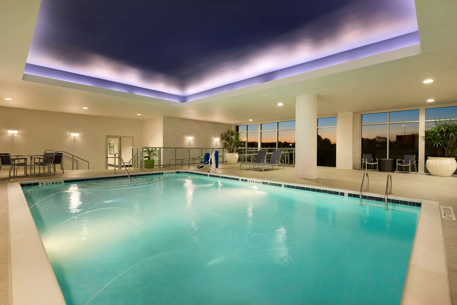 Pool - Embassy Suites Hotel Downtown Riverplace Greenville