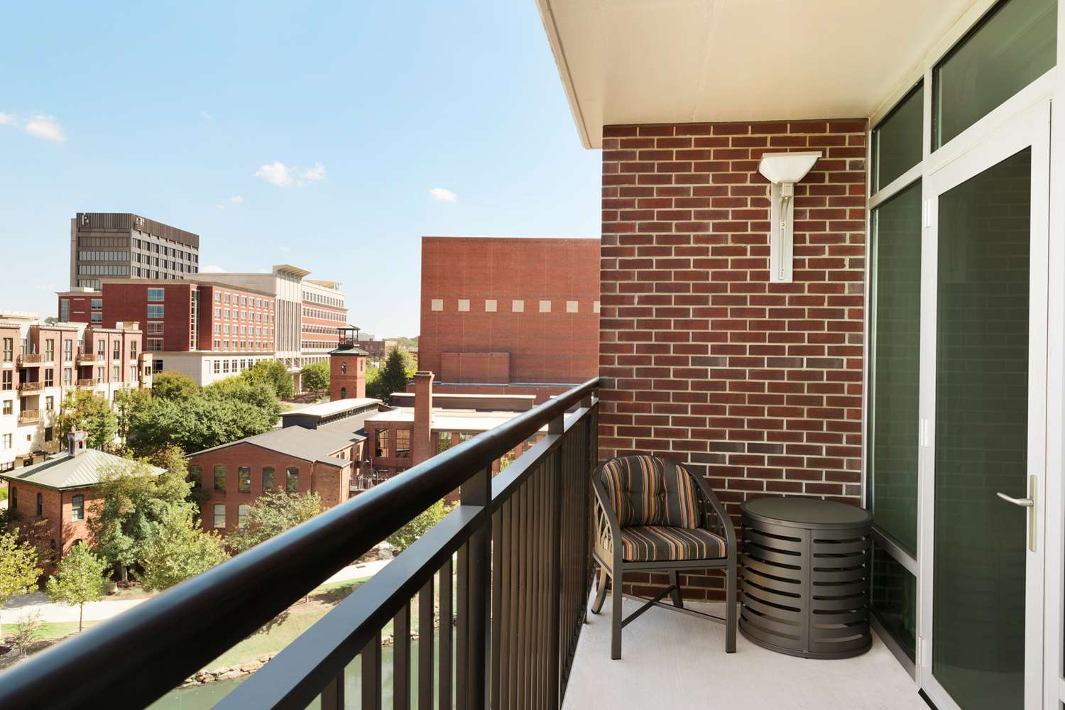 Room - Embassy Suites Hotel Downtown Riverplace Greenville