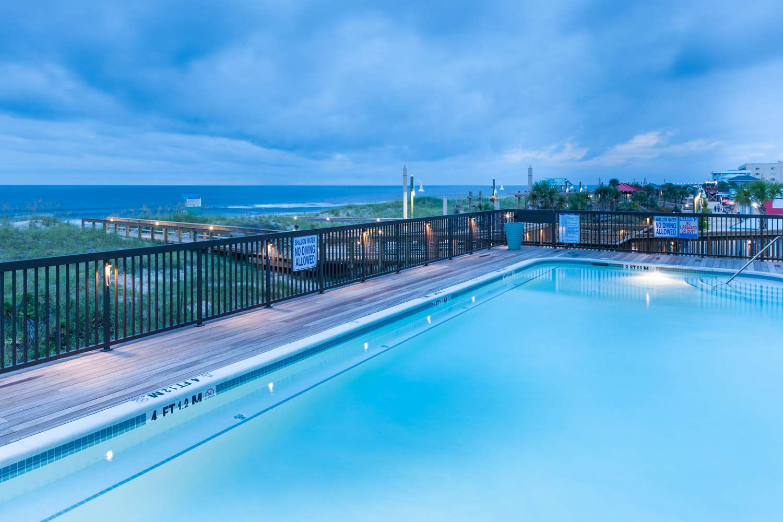 Pool - Hampton Inn & Suites Oceanfront Carolina Beach