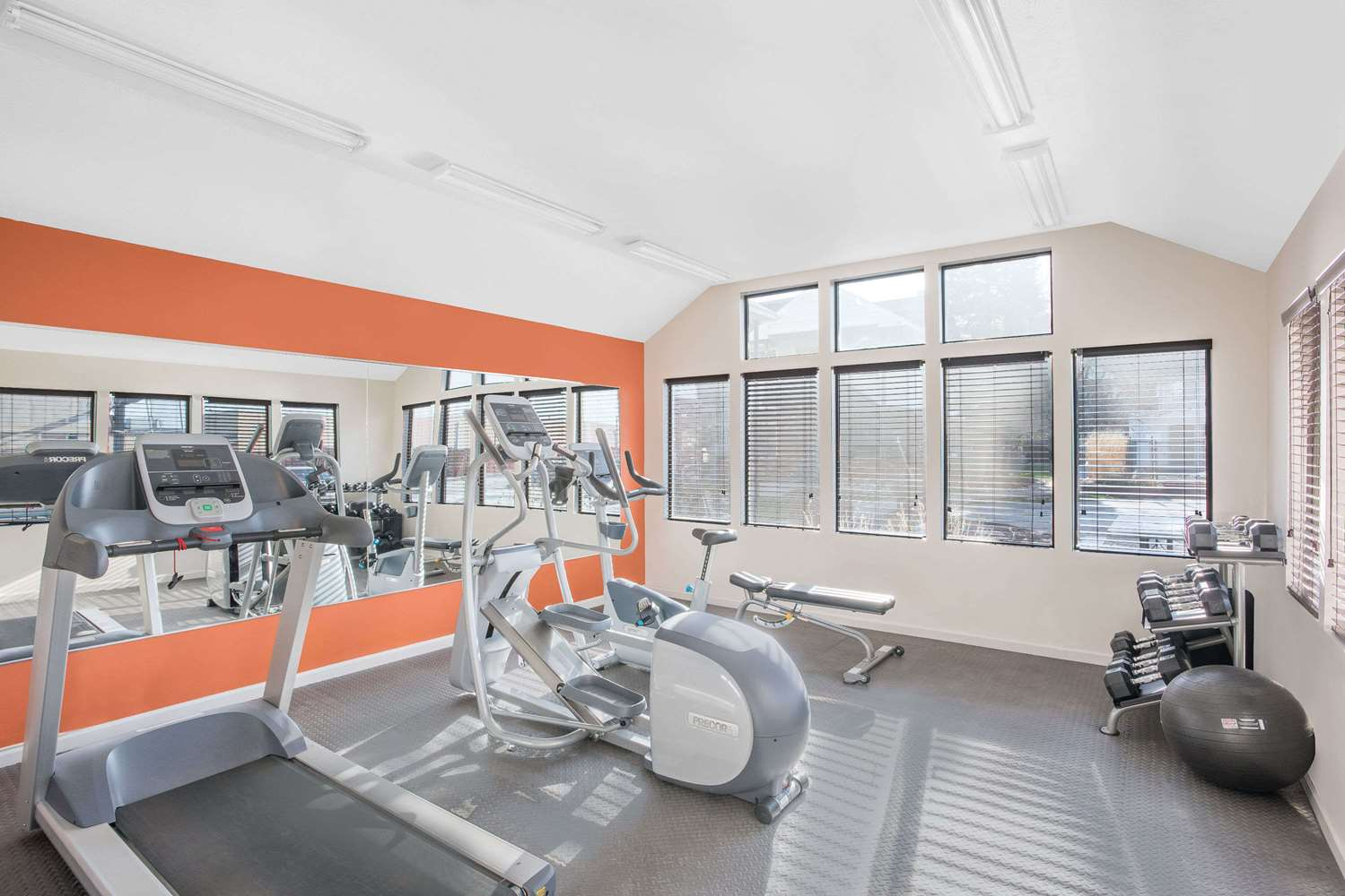 Fitness/ Exercise Room - Hawthorn Suites by Wyndham Manchester