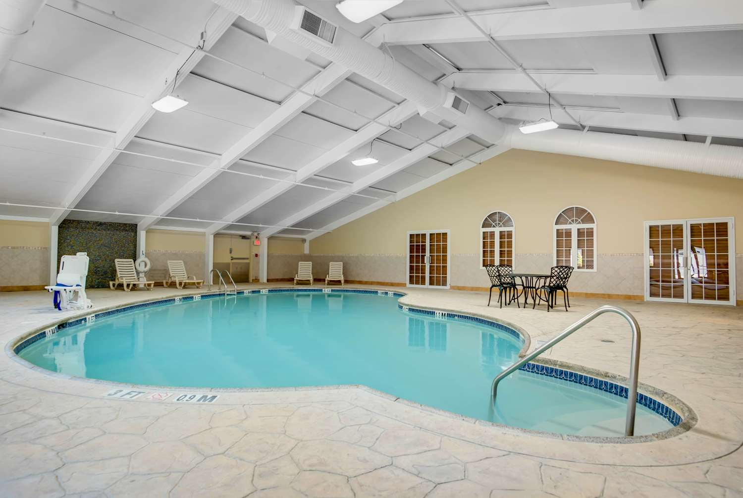 Pool - Days Hotel Toms River