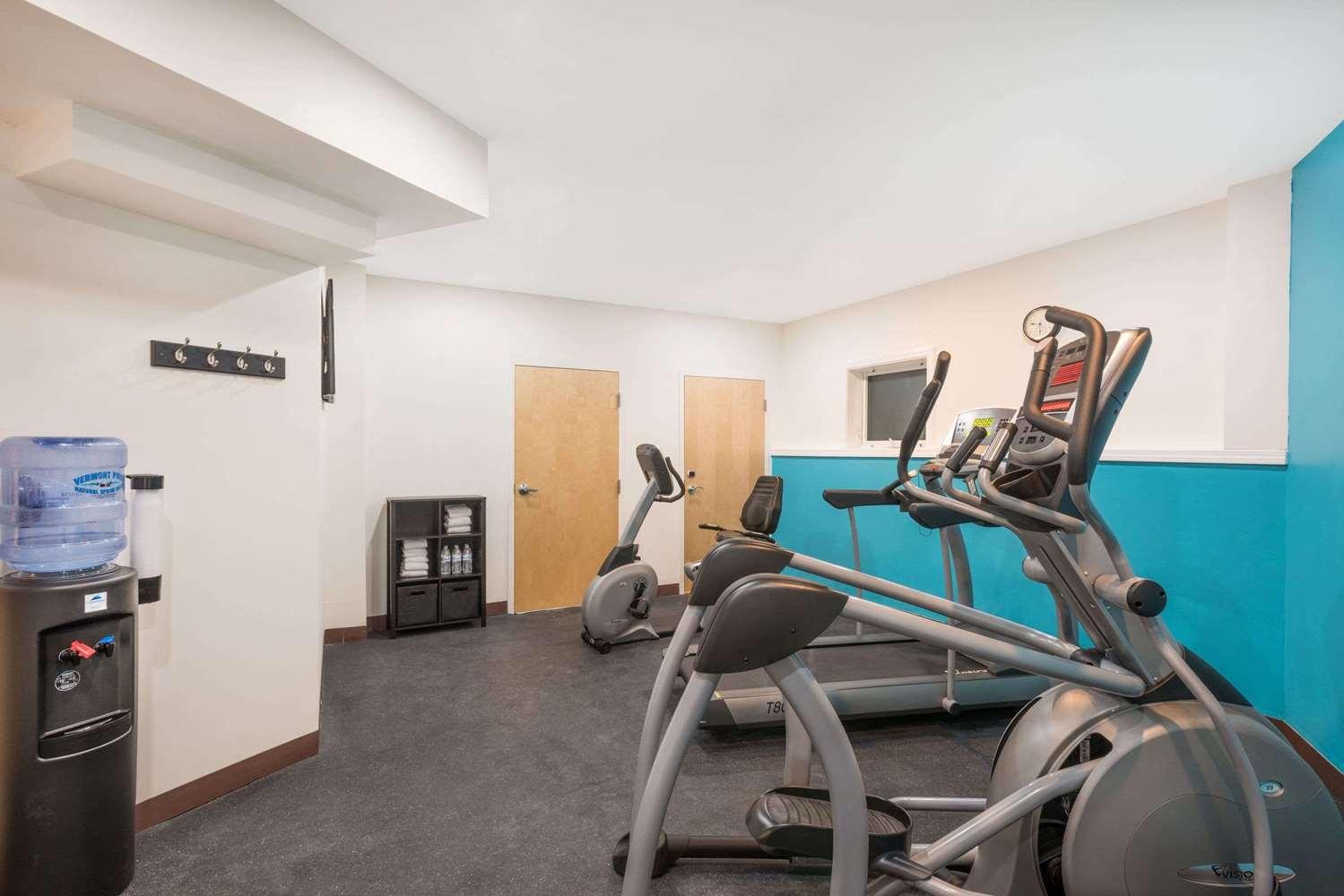 Fitness/ Exercise Room - Howard Johnson Inn Quincy