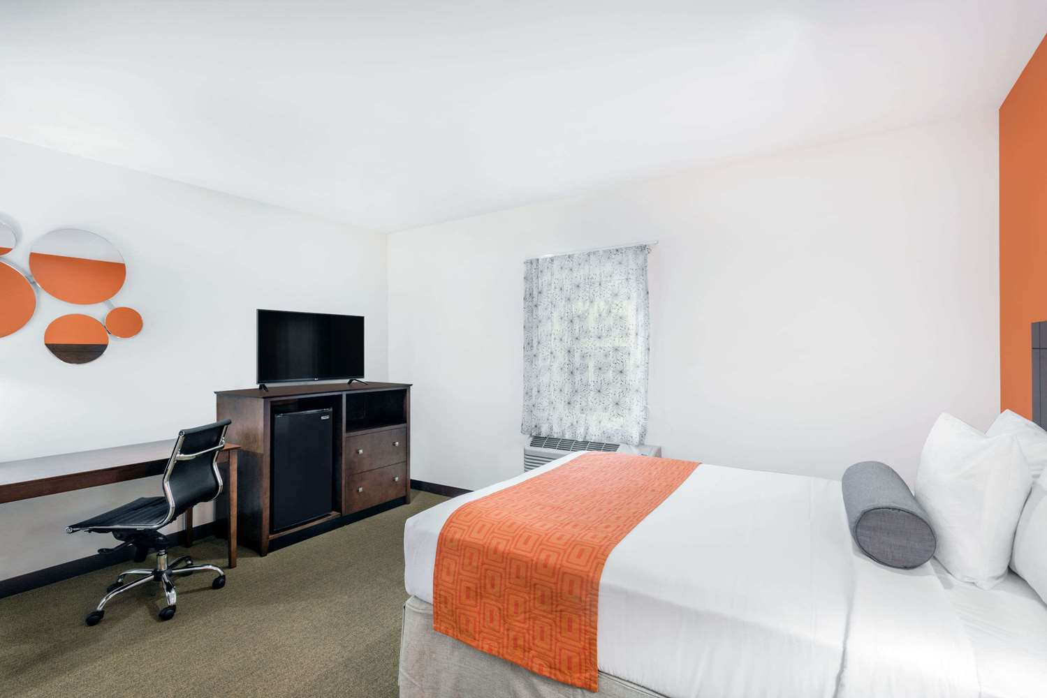 Room - Howard Johnson Inn Quincy