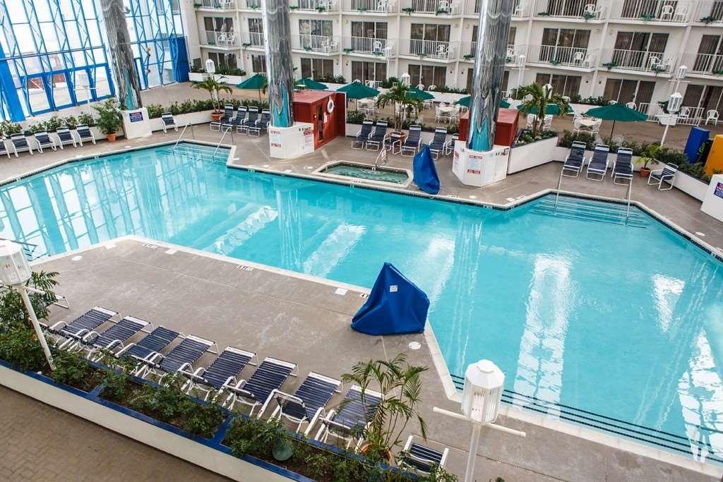 Pool - Princess Royale Resort Ocean City