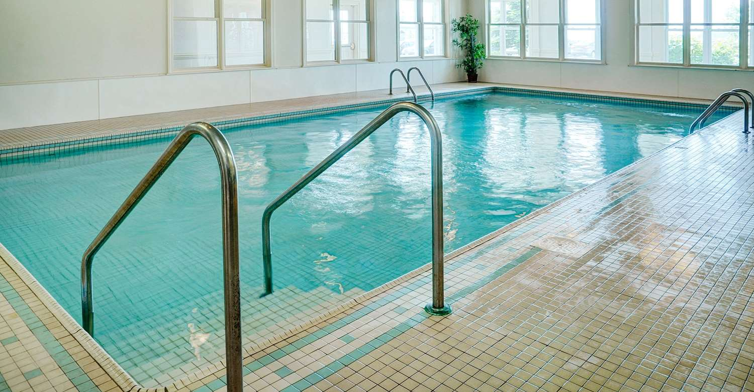 Pool - Grand Winnipeg Airport by Lakeview Hotel
