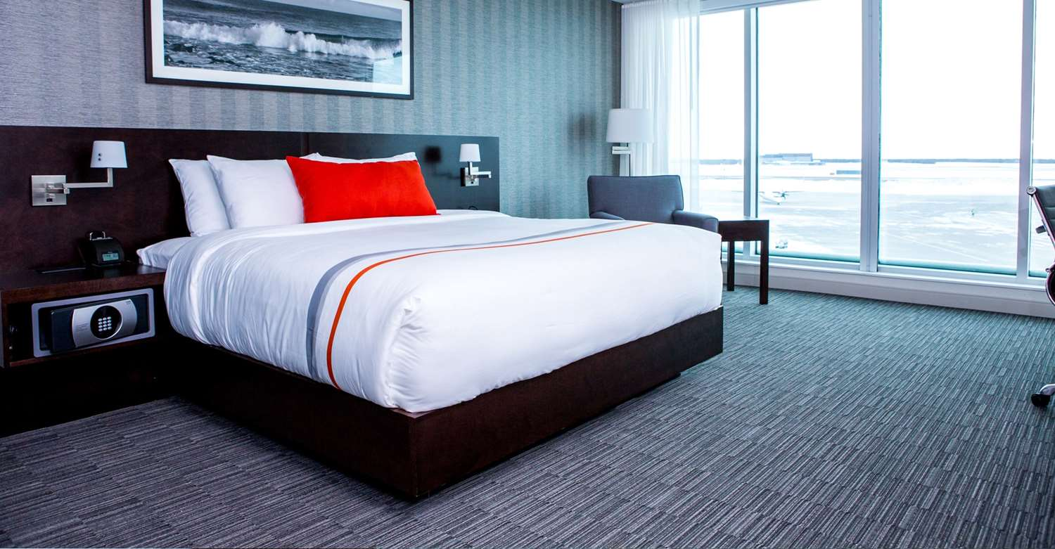 Room - Grand Winnipeg Airport by Lakeview Hotel