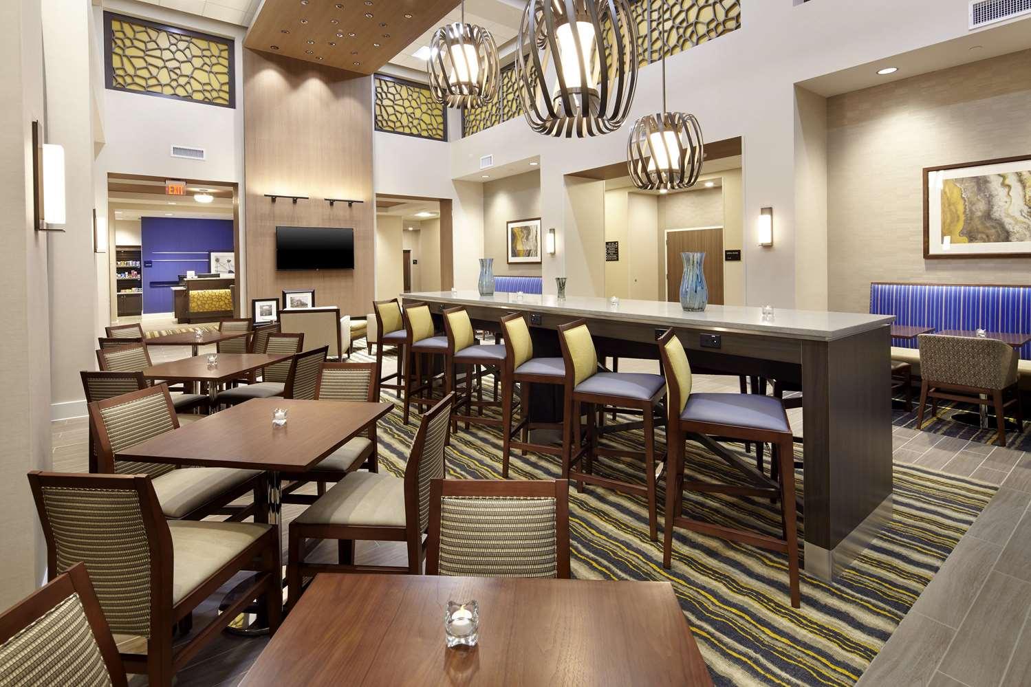 Lobby - Hampton Inn & Suites Airport South Pittsburgh