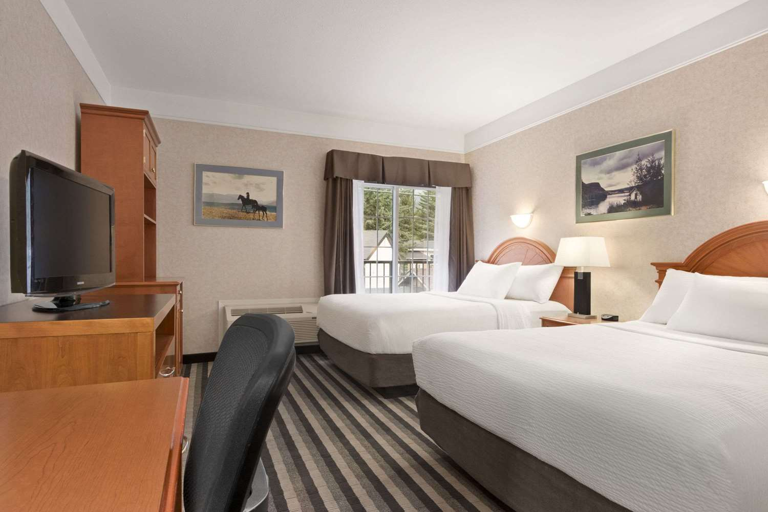 Room - Days Inn Canmore