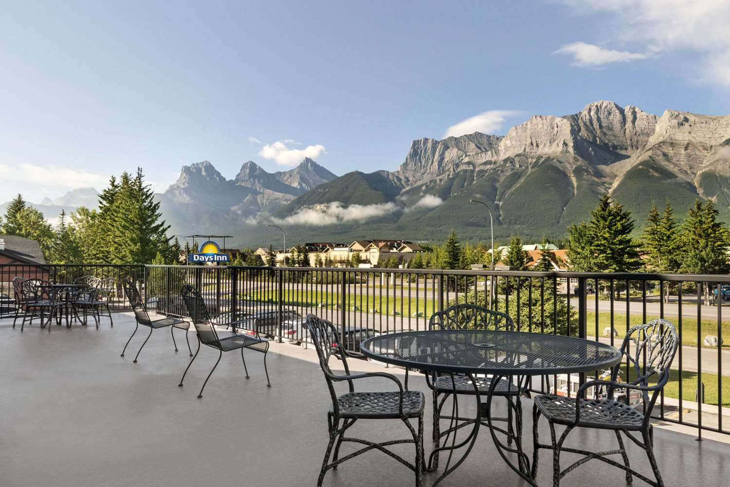 Exterior view - Days Inn Canmore