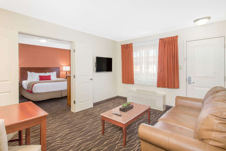 Room - Ramada Elko Hotel & Casino
