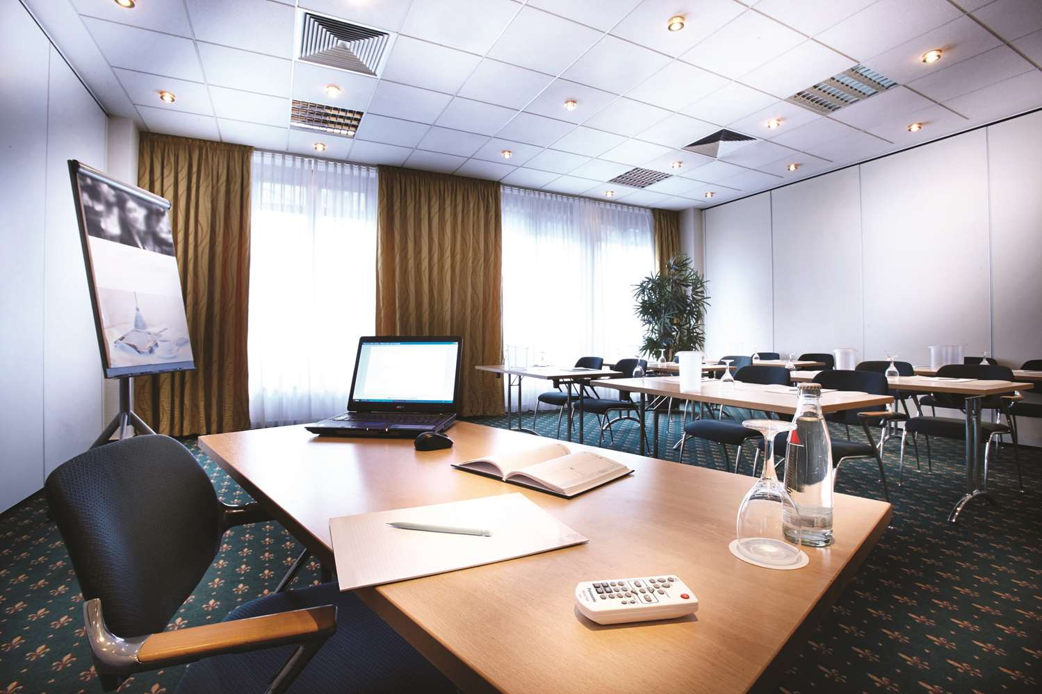 Meetings or festivites for up to 180 people