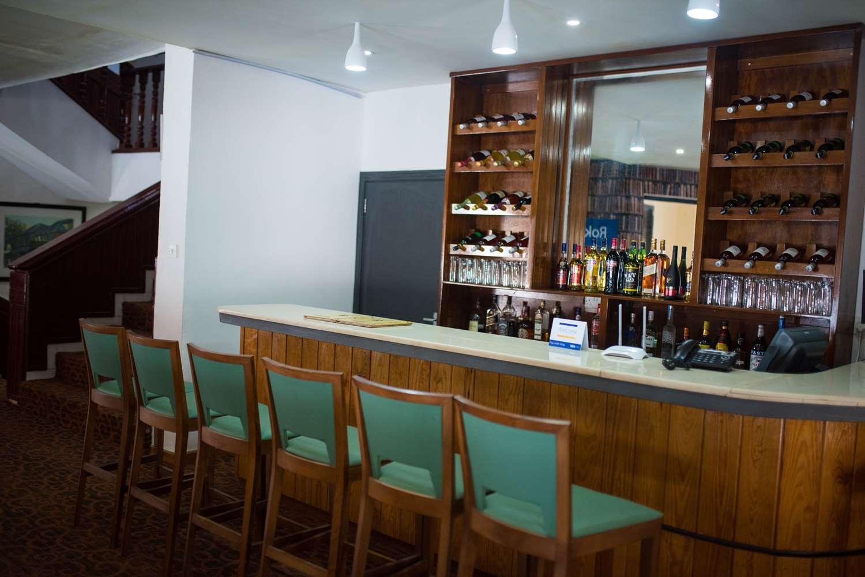 Restaurant - Hotel Golden Tulip Essential Freetown Hotel