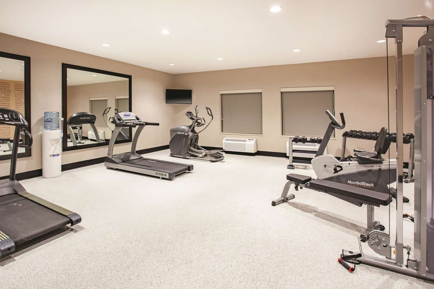 Fitness/ Exercise Room - La Quinta Inn & Suites Cedar Rapids