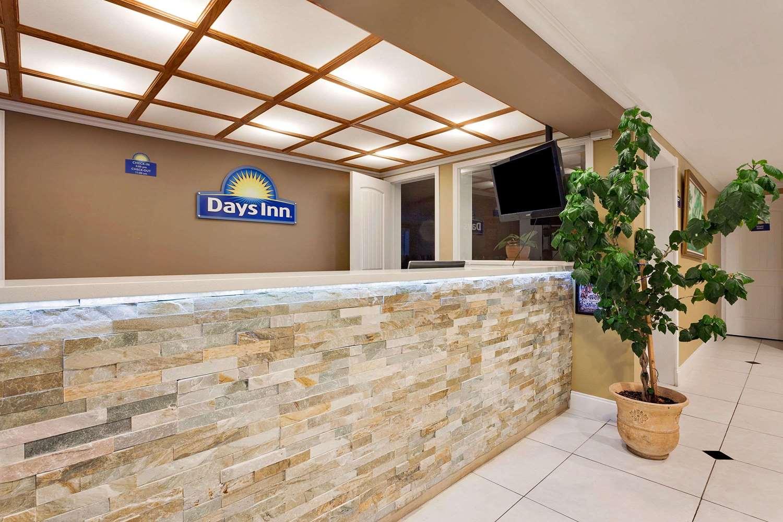 Lobby - Days Inn South Lakewood