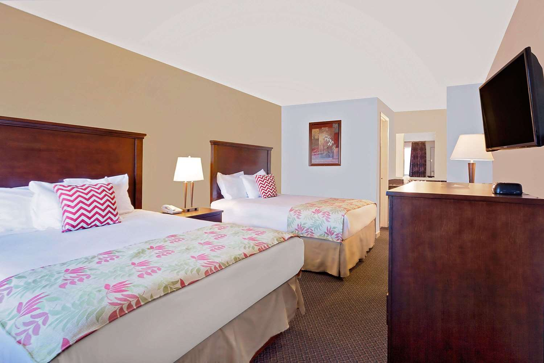 Room - Days Inn South Lakewood