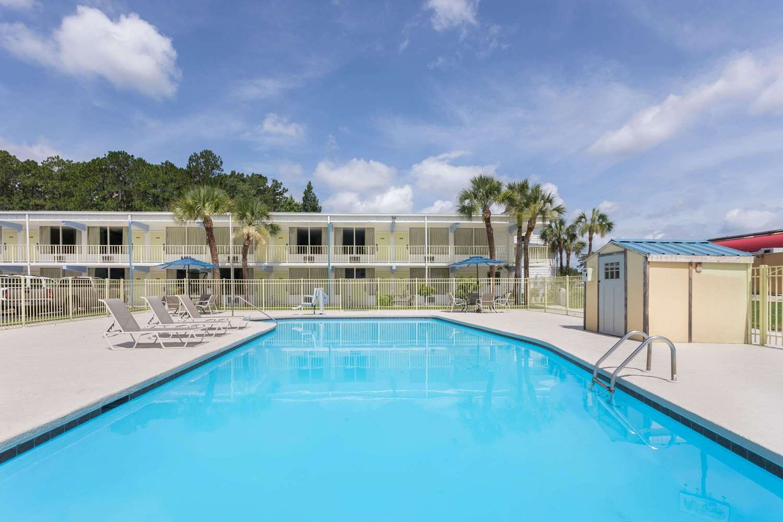 Pool - Super 8 Hotel Kingsland