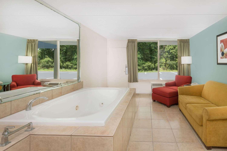 Suite - Super 8 Hotel Kingsland