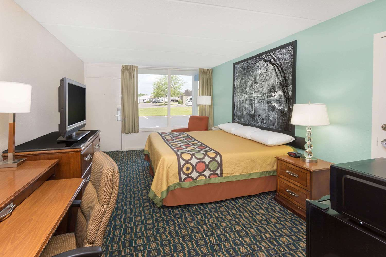 Room - Super 8 Hotel Kingsland
