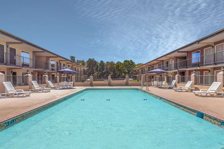 Pool - Days Inn Lavonia