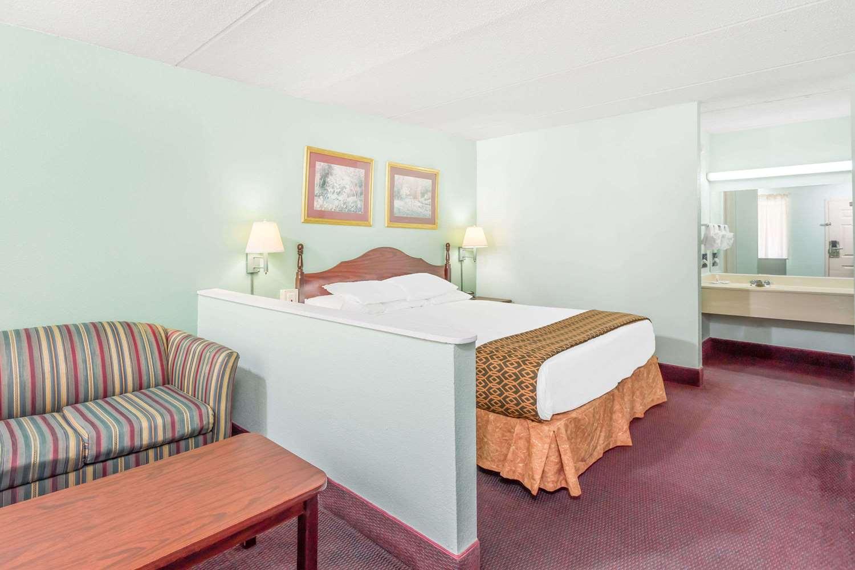 Room - Days Inn Lavonia