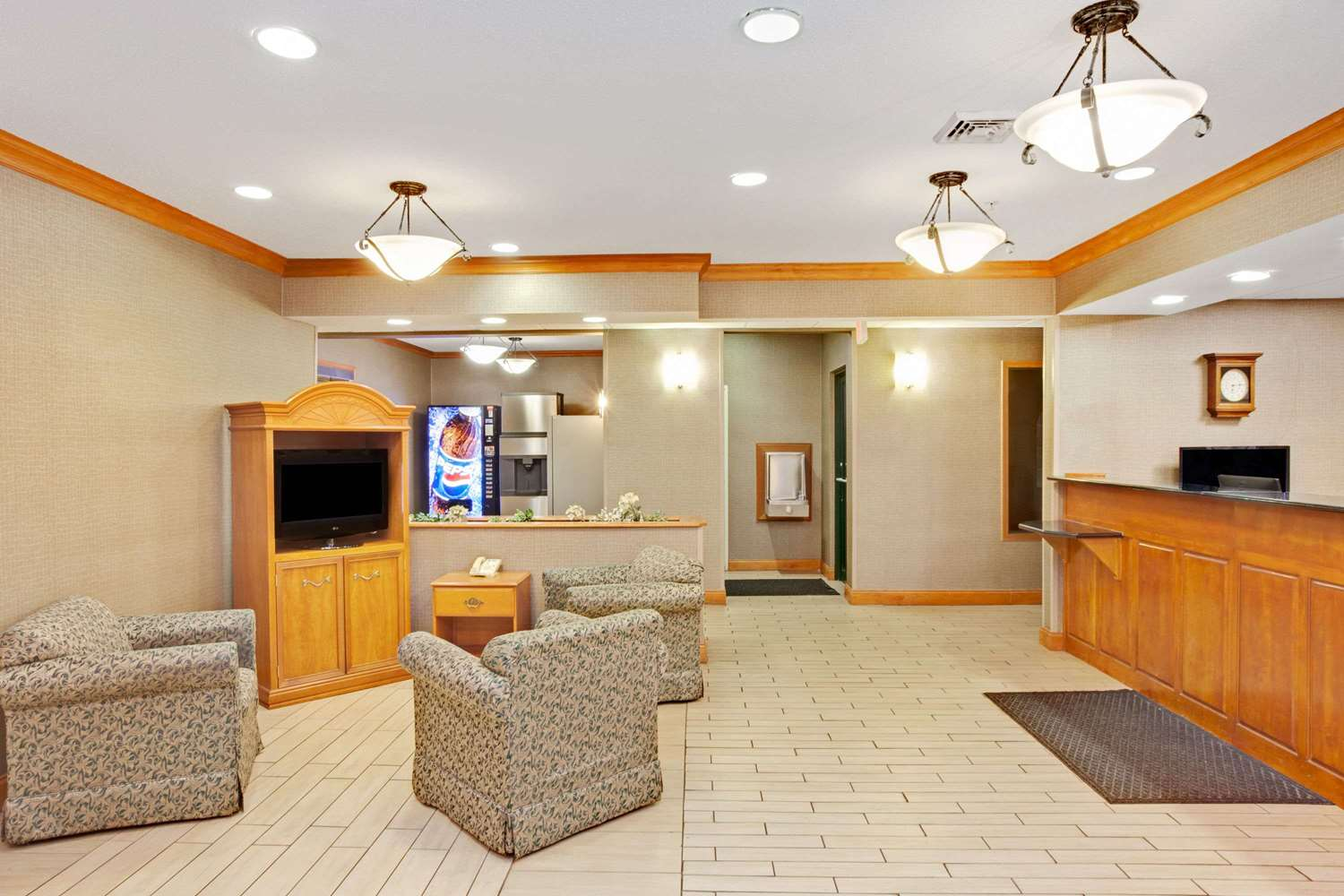 Lobby - Super 8 Hotel South Bend