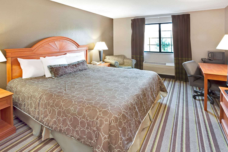 Room - Super 8 Hotel South Bend