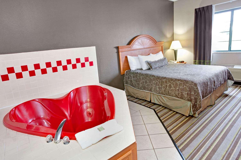 Suite - Super 8 Hotel South Bend