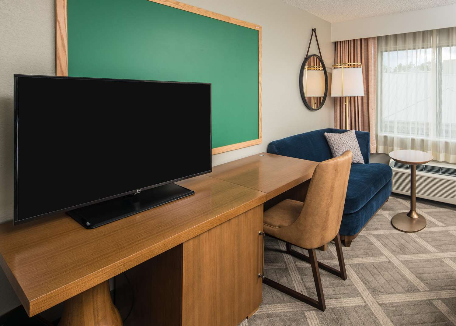 Room - Doubletree by Hilton Hotel Gainesville