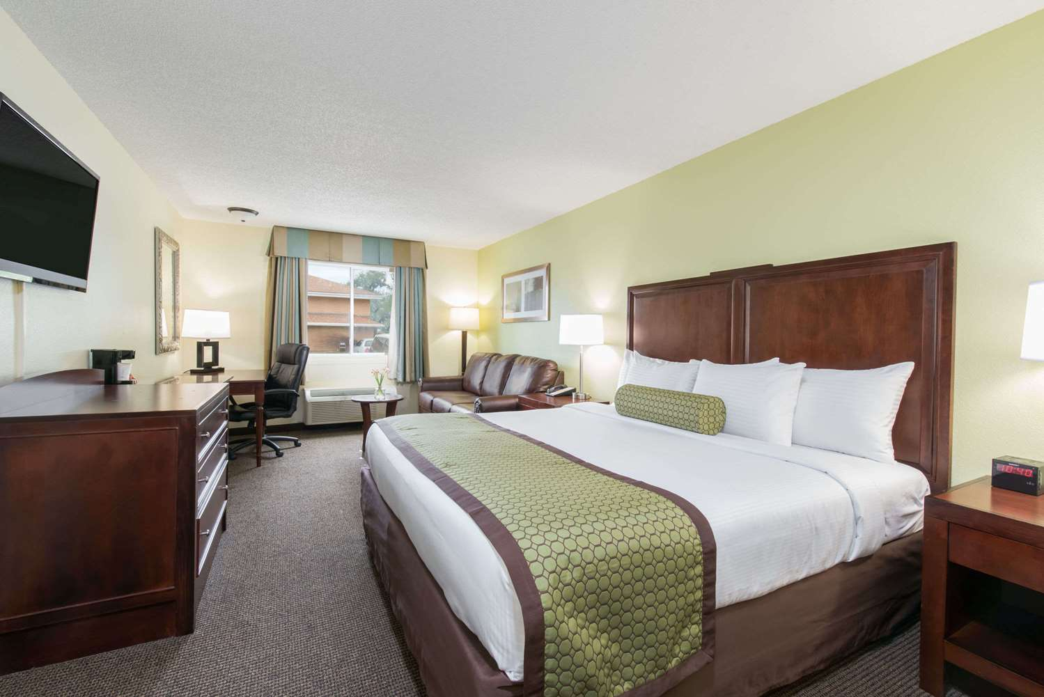 Suite - Baymont Inn & Suites Pierre