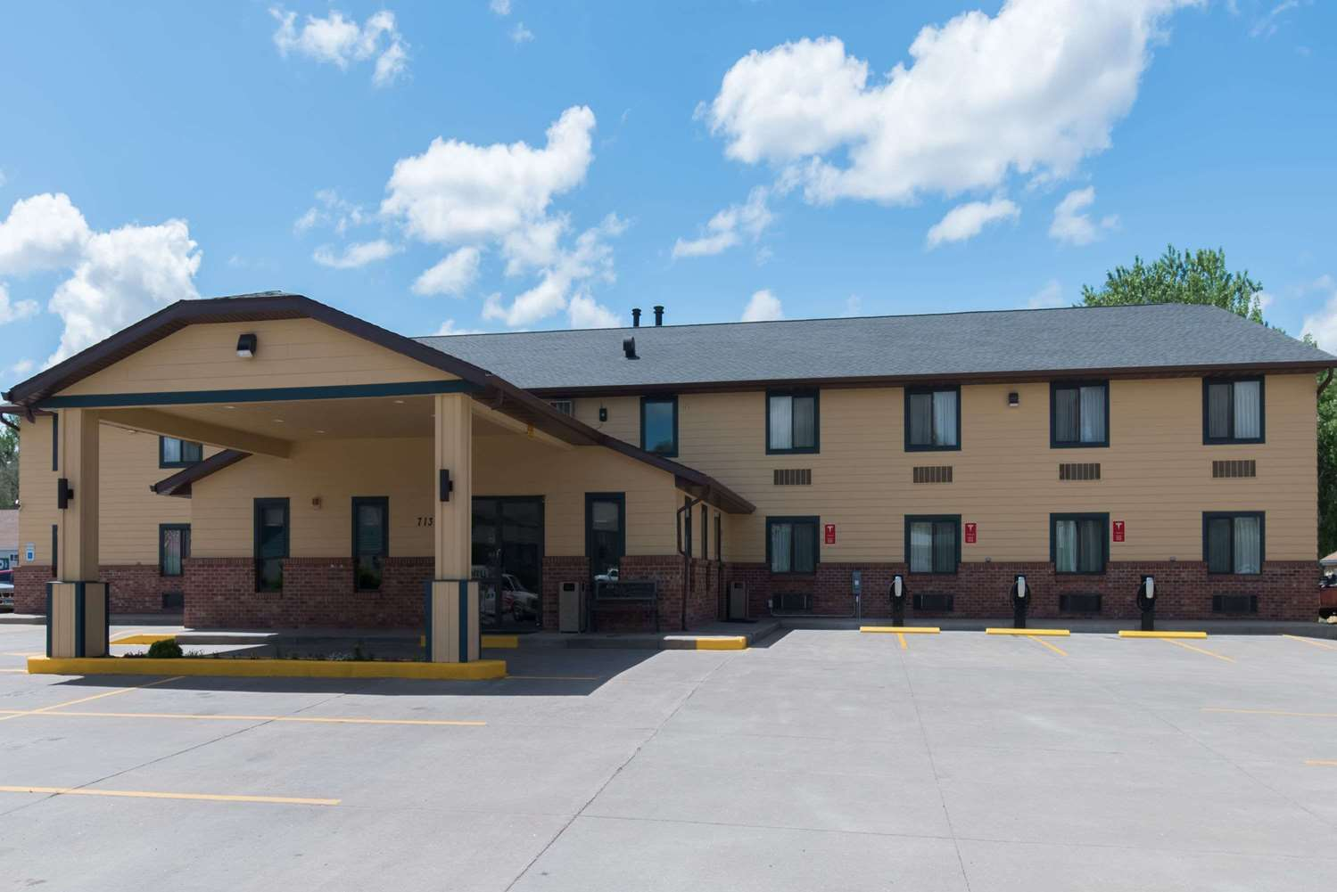 Exterior view - Baymont Inn & Suites Pierre
