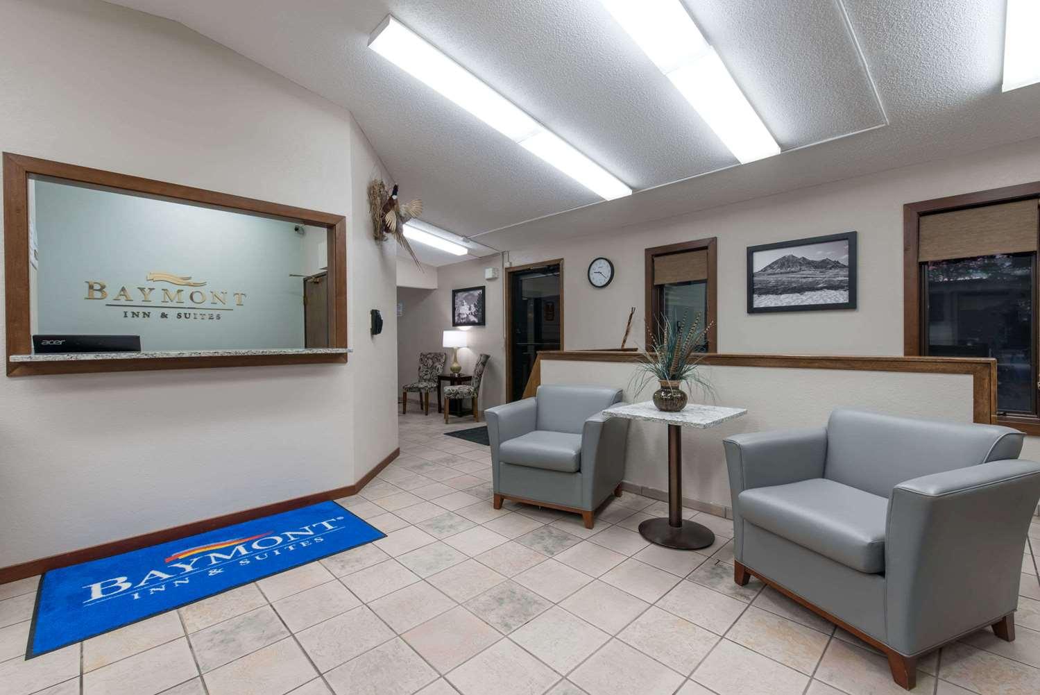 Lobby - Baymont Inn & Suites Pierre