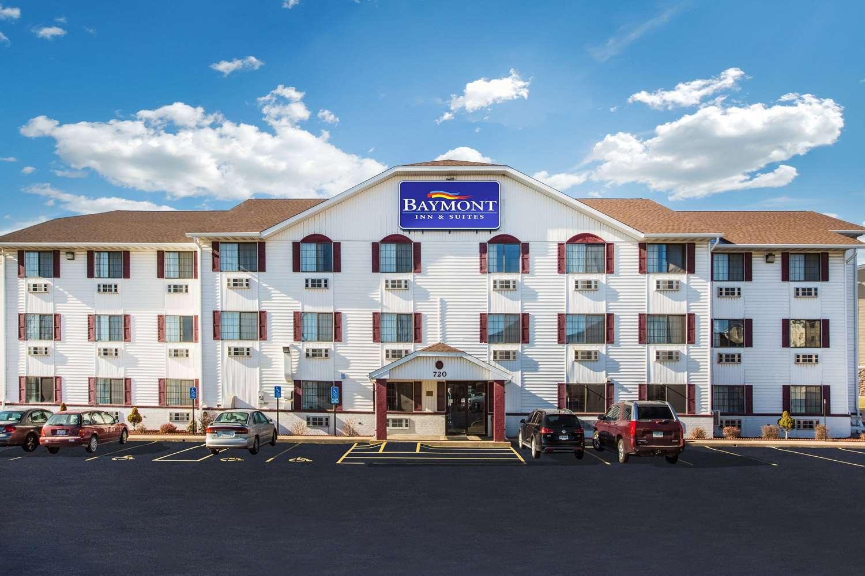 Exterior view - Baymont Inn & Suites Cedar Rapids