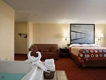 Suite - Baymont Inn & Suites Cedar Rapids