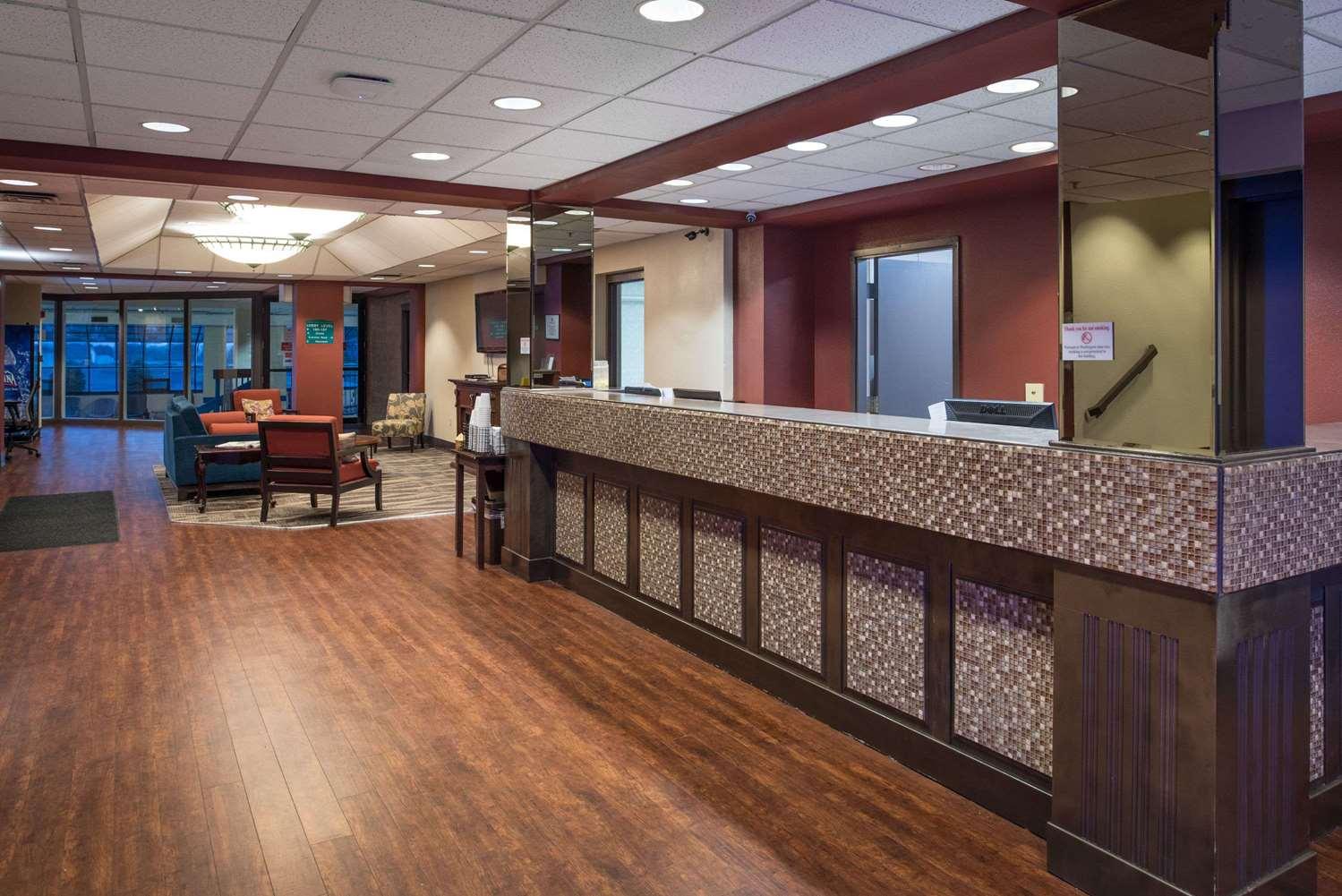 Lobby - Ramada Hotel Midtown Spokane