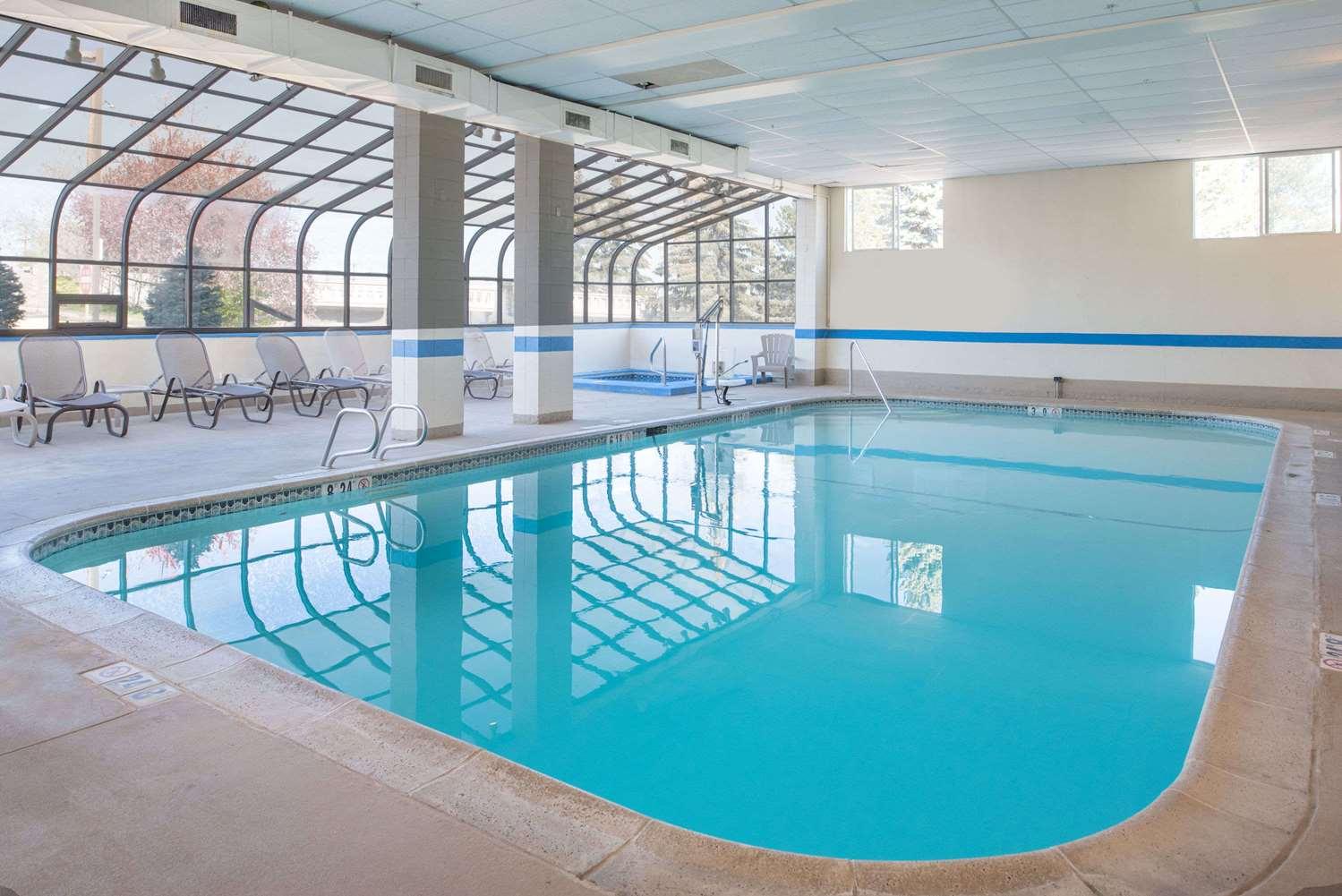 Pool - Ramada Hotel Midtown Spokane