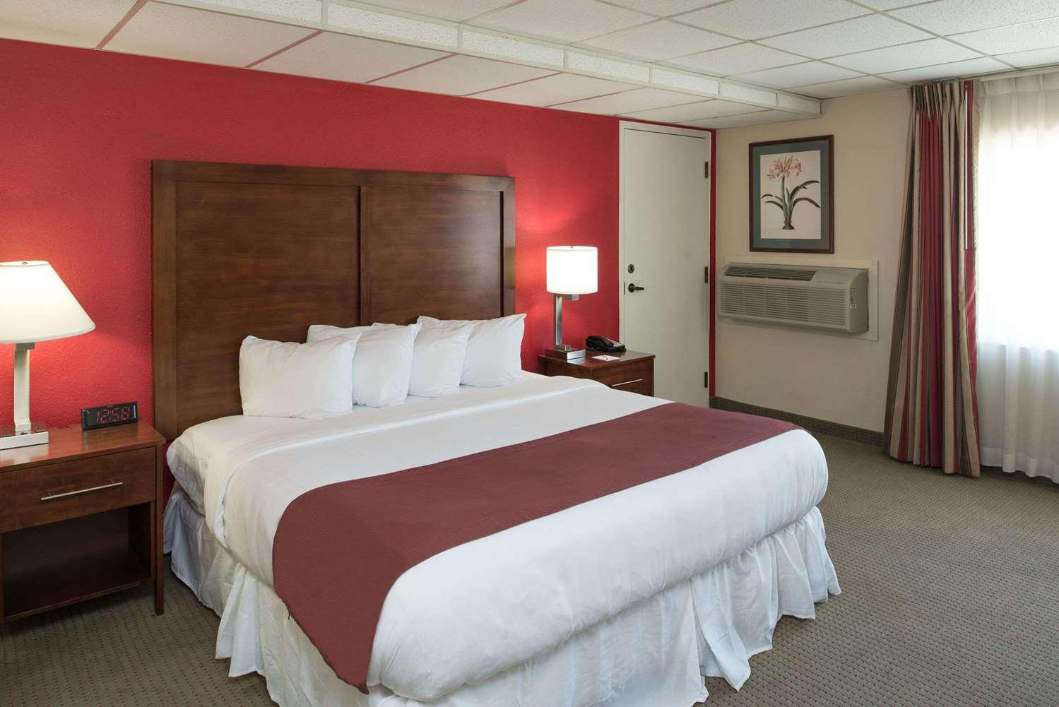 Room - Ramada Hotel Midtown Spokane