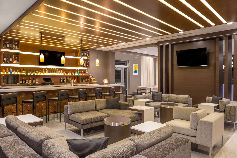 Bar - Wingate by Wyndham Hotel Miami Airport Doral